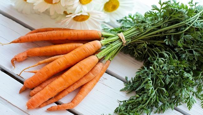 mangiare carote crude fa bene
