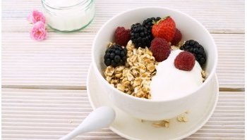 Come fare lo yogurt in casa: ingredienti e ricetta